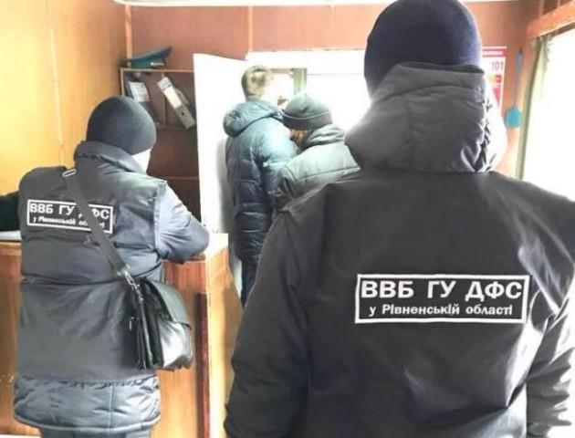 На Рівненщині затримали на хабарі цілу зміну місцевих митників