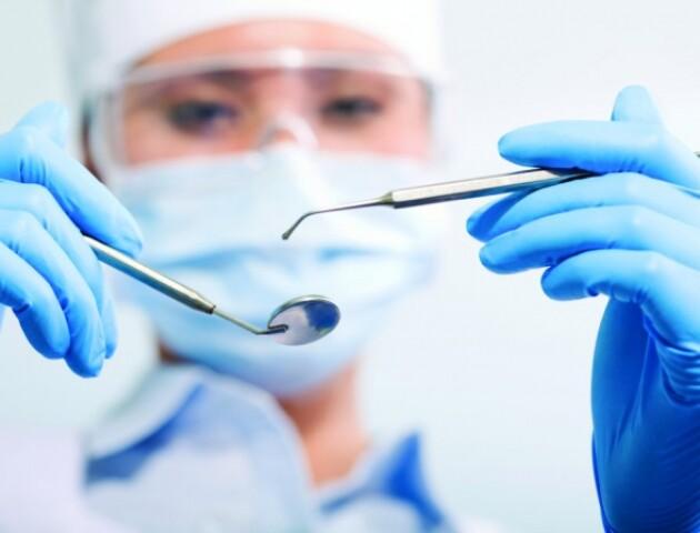 Розповіли, чи можуть хворі на COVID-19 отримати стоматологічну допомогу