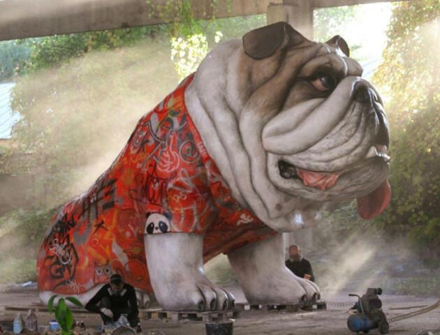 У Ковелі автор п'ятиметрового бульдога хоче встановити нову рекордну скульптуру