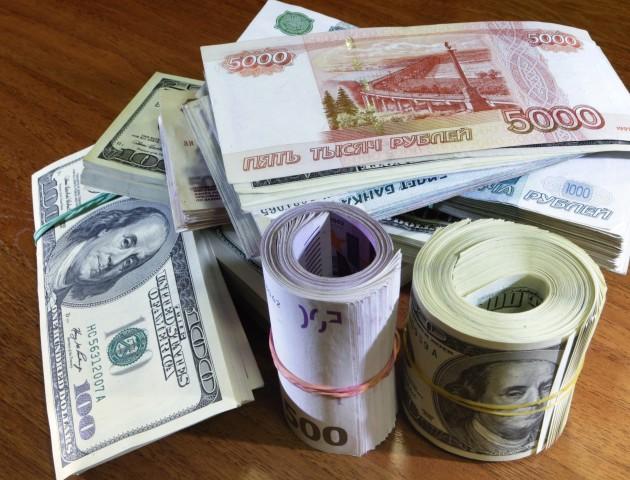 Курс валют на 22 травня:  євро і долар не припиняють падати