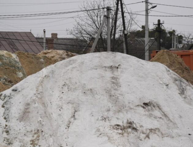 У Луцьку витратять пів мільйона на пісок із сіллю для прибирання снігу