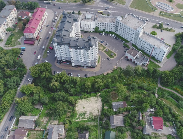 У центрі Луцька продають земельну ділянку. ФОТО