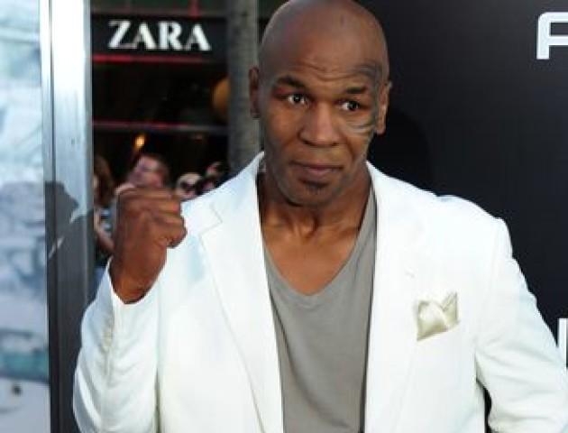 Майк Тайсон прилетів до Росії, де назвав Ломаченка кращим боксером на планеті