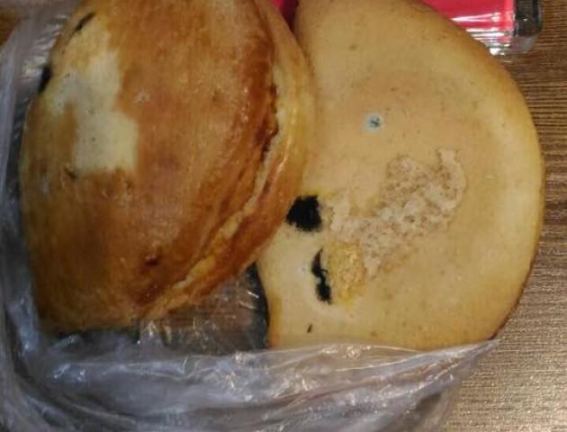 Волинянка в магазині купила булочку з пліснявою. ФОТО