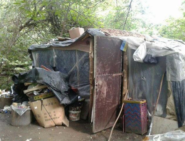 На березі Стиру демонтували «житловий квартал» безпритульних. ФОТО