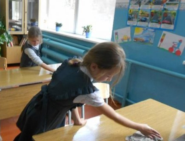 Чи повинні діти прибирати в школі