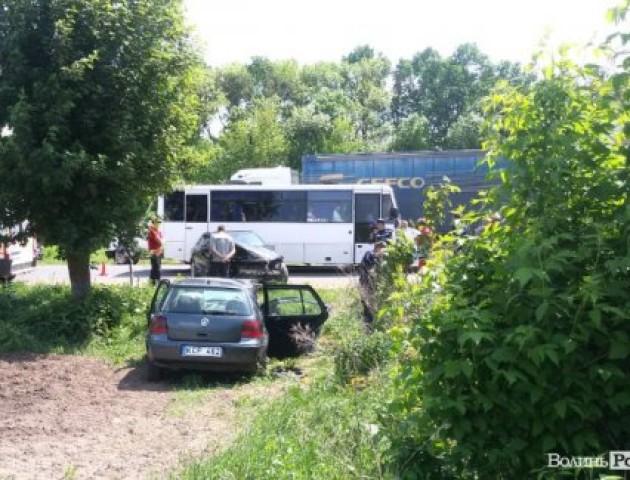 ДТП на Волині: автомобіль «на бляхах» злетів у кювет. ФОТО