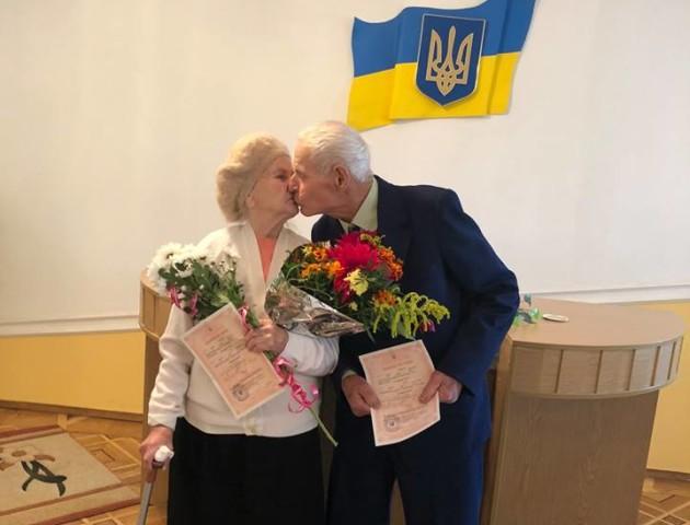 Їй - 88, йому - 84: у Луцьку побралася особлива пара. ФОТО