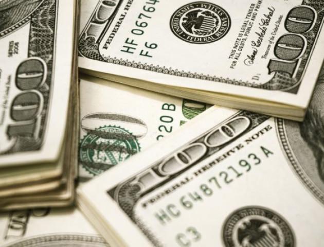 У волинянки сусідка вже три роки не віддає позичені долари