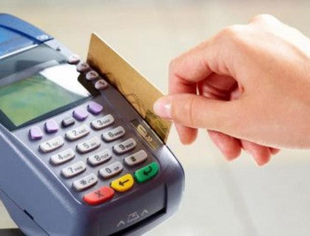 В Україні усі магазини хочуть зобов'язати приймати безготівкові платежі