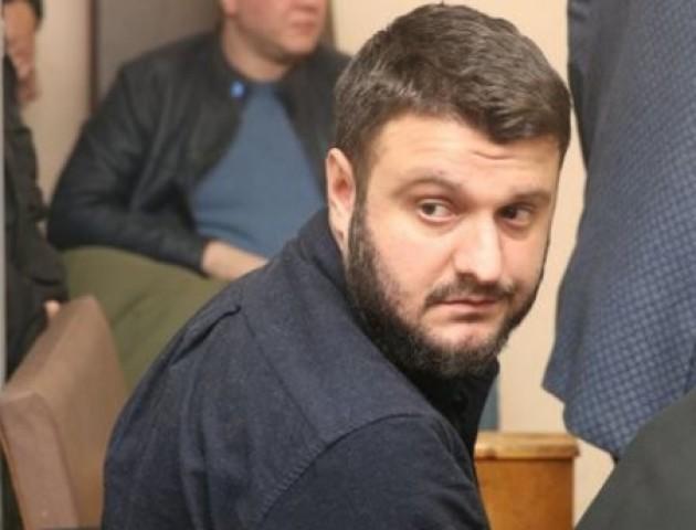 Суд дозволив синові Авакова не носити електронний браслет та повернув йому важливий документ