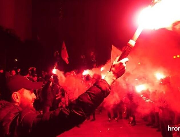 У Києві під Офісом президента влаштували мітинг проти прямих переговорів з бойовиками«Л/ДНР»