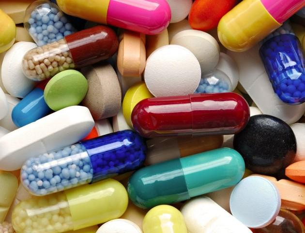 Як правильно запивати таблетки: пояснення Супрун