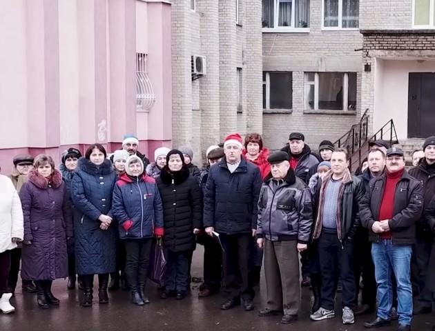 Мешканці проблемного гуртожитку в Луцьку записали звернення до Порошенка. ВІДЕО