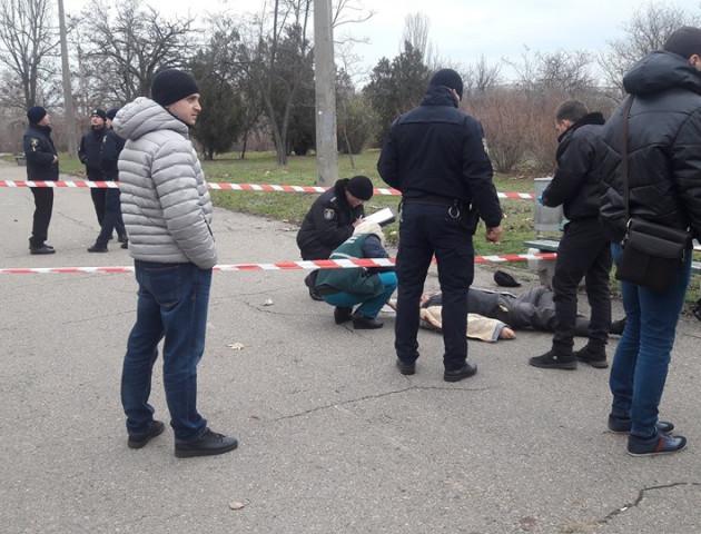 75-річний пенсіонер застрелився посеред парку