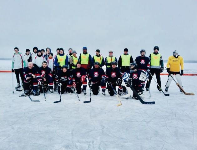 На Шацьких озерах завершився хокейний сезон. ФОТО