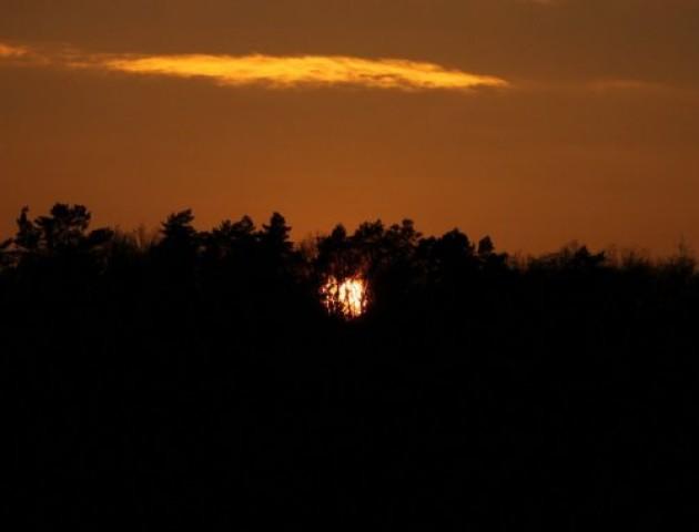 Захід сонця та багряне небо: околиці волинського містечка на світлинах фотографа