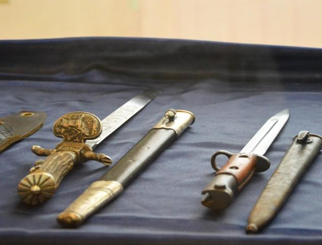 Поліцейські передали у музей унікальну колекцію холодної зброї, вилученої у волинянина. ФОТО