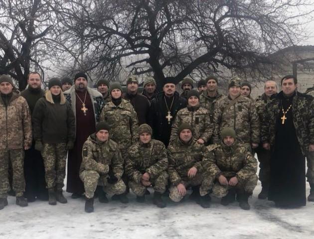 Волинські капелани привезли допомогу і привітали бійців на Донбасі. ФОТО