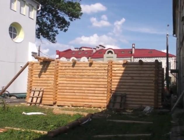 В історичній частині Луцька – нове скандальне будівництво. ВІДЕО