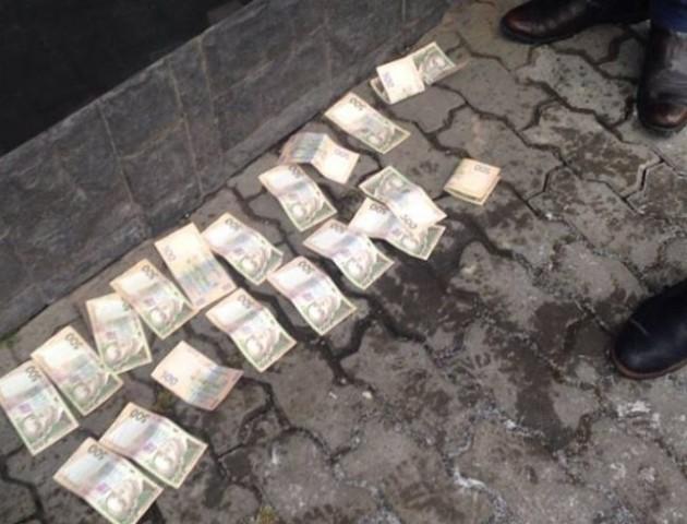 На Волині валютник хотів «відмазатися» від поліцейського хабарем. ФОТО