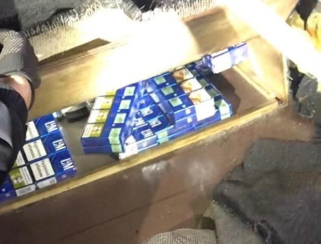 Волинські митники вилучили велику партію контрабандних сигарет