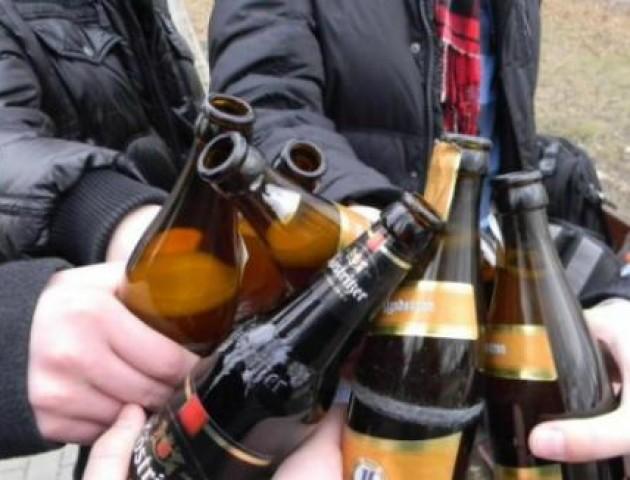 Лучанам нагадали про заборону розпивання алкоголю в громадських місцях. ВІДЕО