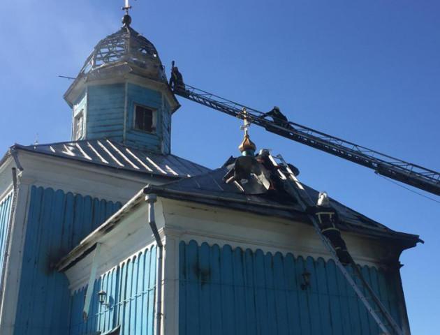 На Волині горіла старовинна дерев'яна церква. ФОТО