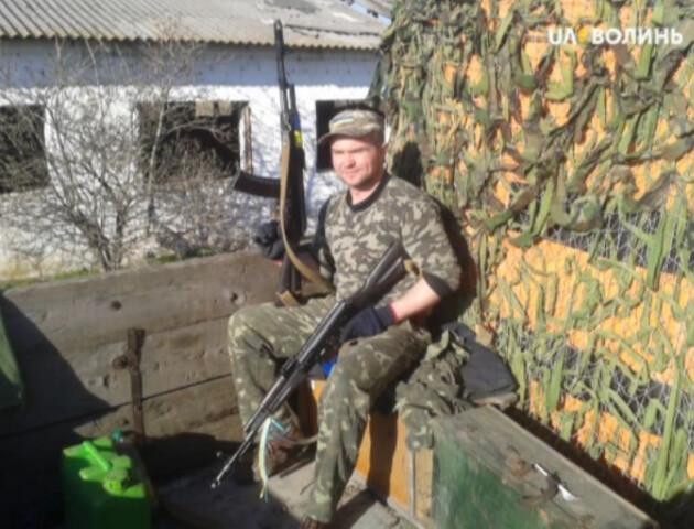Звільнився з армії і став бізнесменом: луцький атовець заробляє на деревах