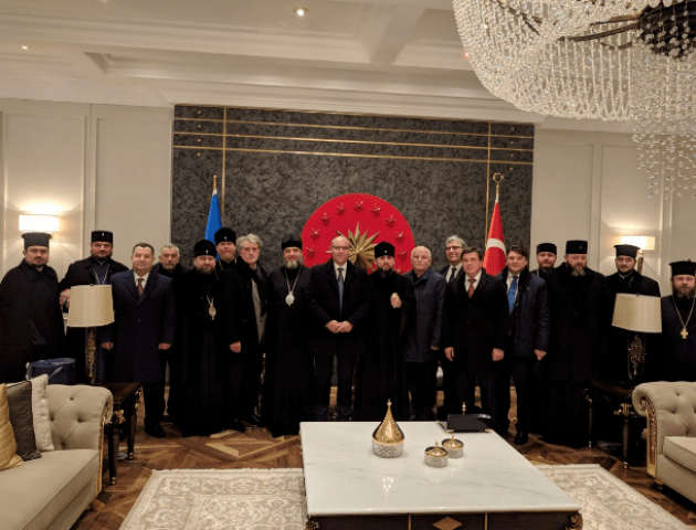 Митрополит Михаїл поїхав за Томосом у складі української делегації