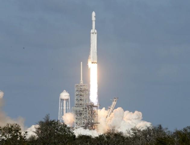 SpaceX успішно запустила ракету Falcon Heavy на Марс. ВІДЕО