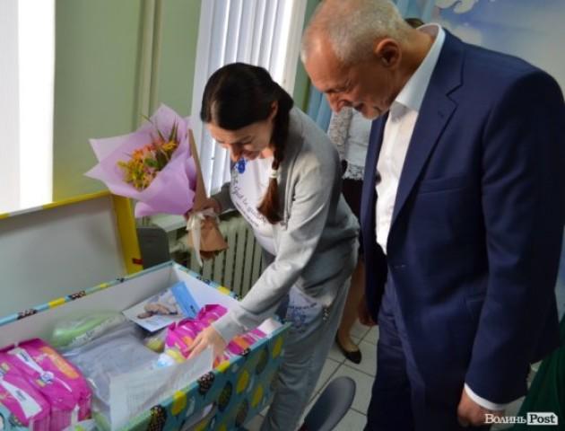 Луцькі мами вперше отримали «пакунки малюка». ФОТО
