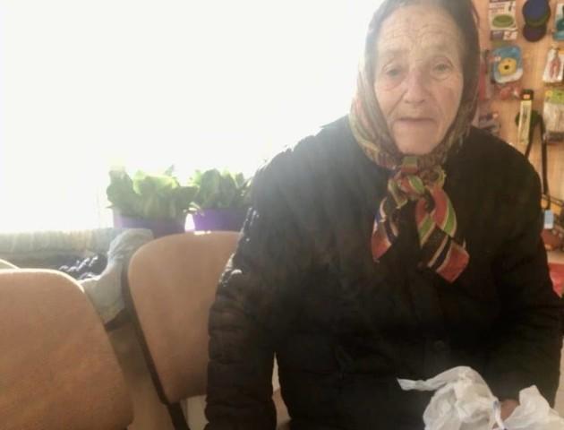 «Назбираю грошей або позичу»: як пенсіонерка з Луцька врятувала підкинуту кішку