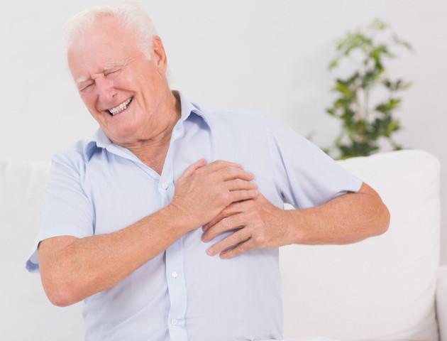 Волинські медики дорогою до лікарні «відкачали» чоловіка з інфарктом
