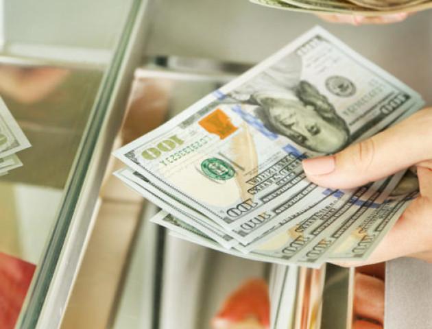 Курс валют на 14 серпня: долар суттєво піднявся, євро продовжує втрачати в ціні