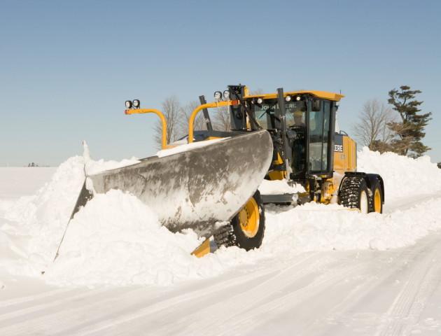 На Волині у снігу застряг грейдер