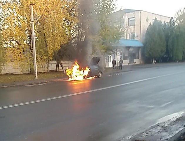 Посеред вулиці в Луцьку горіла машина
