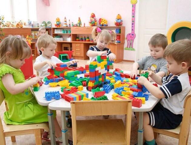 Скандал зі скотчем: у Луцьку в дитсадках пропонують встановити відеокамери