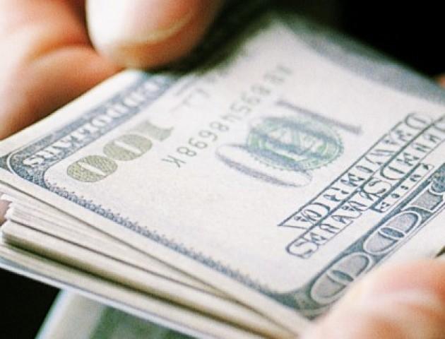 На Волині працівник суду попався на 1,5 тисячі доларів хабара