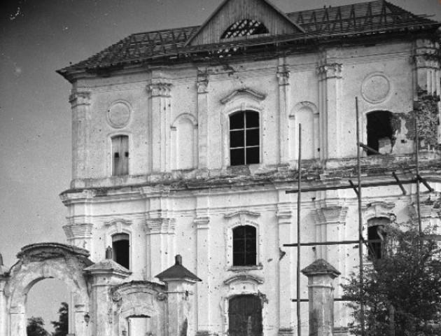 Як виглядав знищений комуністами костел у Любешові
