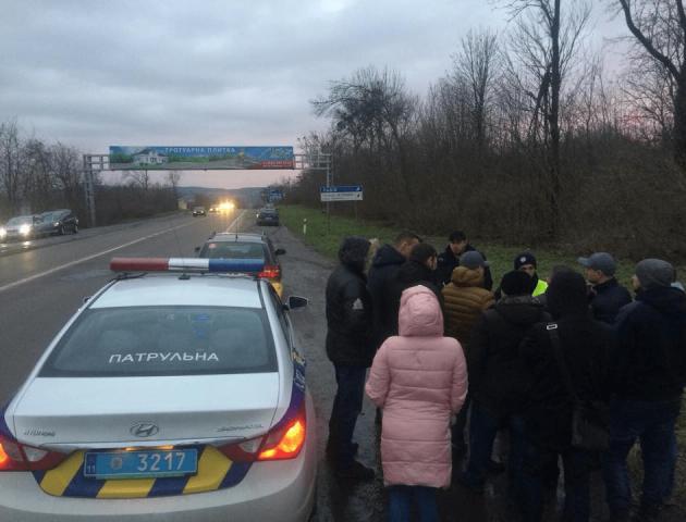 «Приїхало 40 машин»: активісти не дали конфіскувати авто на «євробляхах».  ФОТО