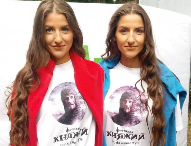 Короновані вродою: на Волині обрали кращу пару близнючок. ФОТО