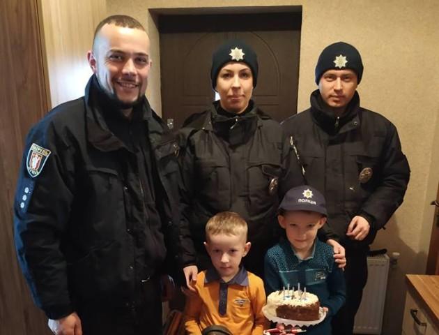 Патрульні оригінально привітали сина волинського Героя з днем народження. ФОТО
