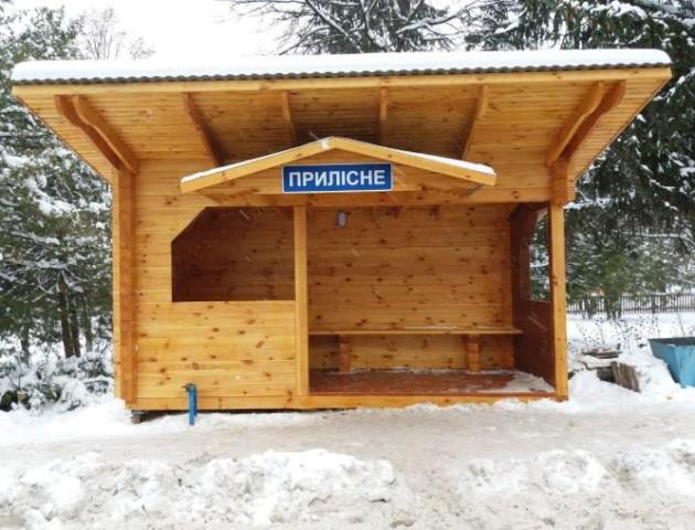 Подарунок до свят: у селі на Волині лісівники облаштували нову зупинку. ФОТО