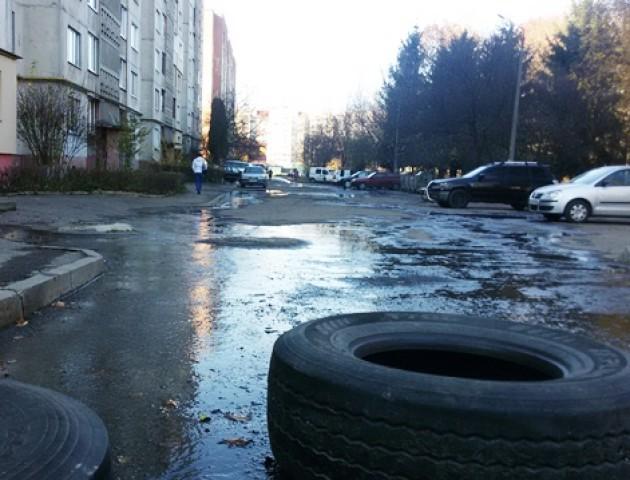 У Луцьку вулицю залило гарячою водою. ФОТО
