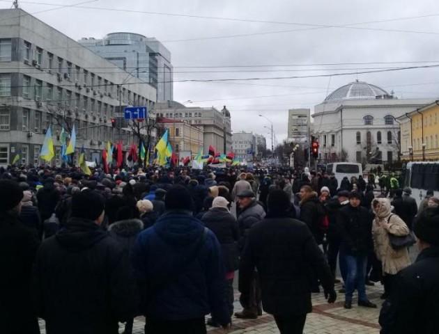 У Києві через Саакашвілі  штурмують Верховну Раду. ВІДЕО