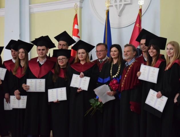 У найбільшому університеті Волині вручили дипломи магістрам. ФОТО