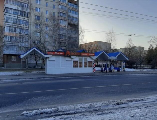 У Луцьку відкрили алкогольний магазин біля школи. Батьки збирають підписи до Пустовіта