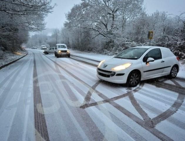 Зимова негода в Україні: як водіям уникнути заносу на дорозі. Інфографіка