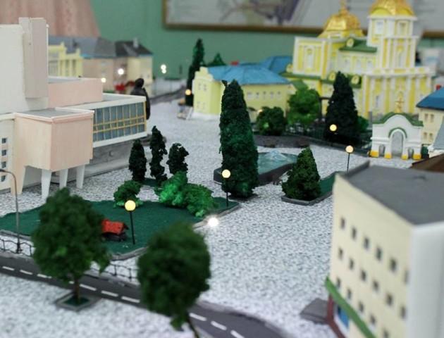 Студенти створили унікальний макет Театрального майдану Луцька. ФОТО
